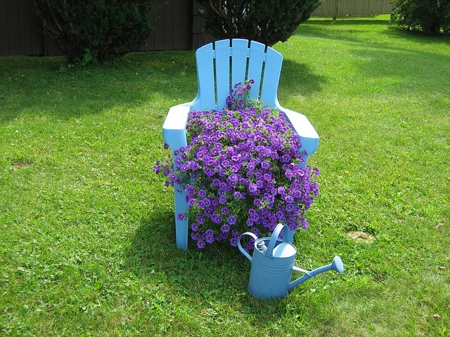 15 WAYS TO RECYCLE OLD FURNITURE INTO STUNNING PLANTERS